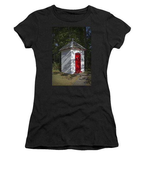 Vintage Outhouse Behind The Historical Sturgeon Point Lighthouse In Michigan Women's T-Shirt