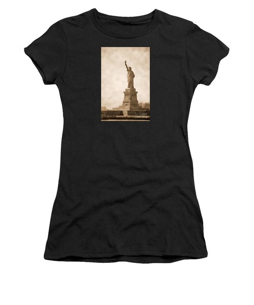 Vintage Statue Of Liberty Women's T-Shirt (Athletic Fit)