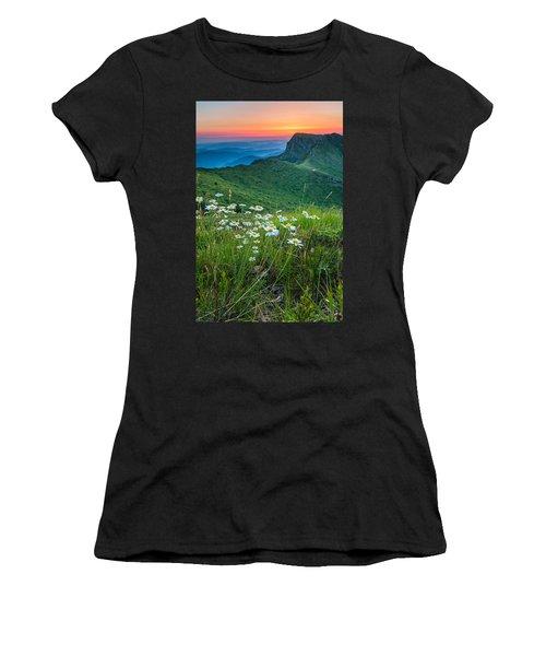 Daisies In The Mountyain Women's T-Shirt