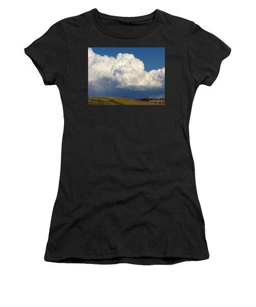 Storm's A Brewin' Women's T-Shirt (Athletic Fit)
