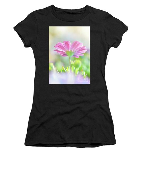 Beautiful Daisy Flower Women's T-Shirt (Athletic Fit)