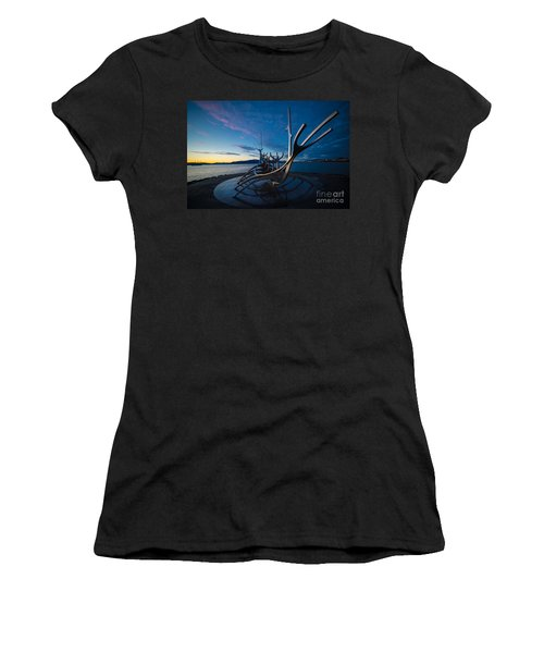 The Sun Voyager  Women's T-Shirt (Athletic Fit)