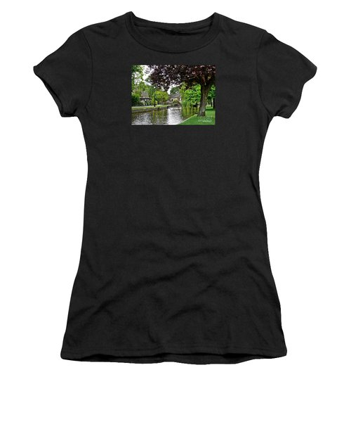Bourton-on-the-water Women's T-Shirt (Athletic Fit)