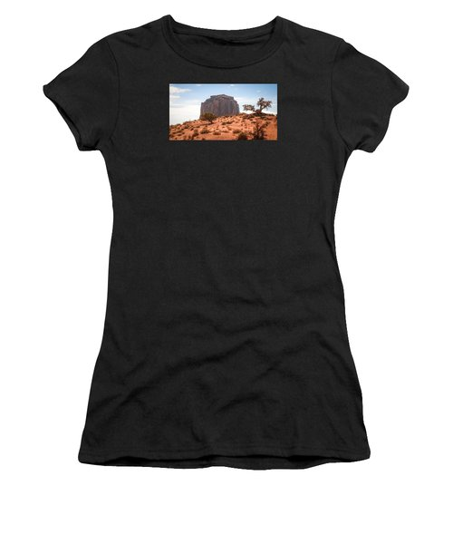 #3328 - Monument Valley, Arizona Women's T-Shirt (Athletic Fit)