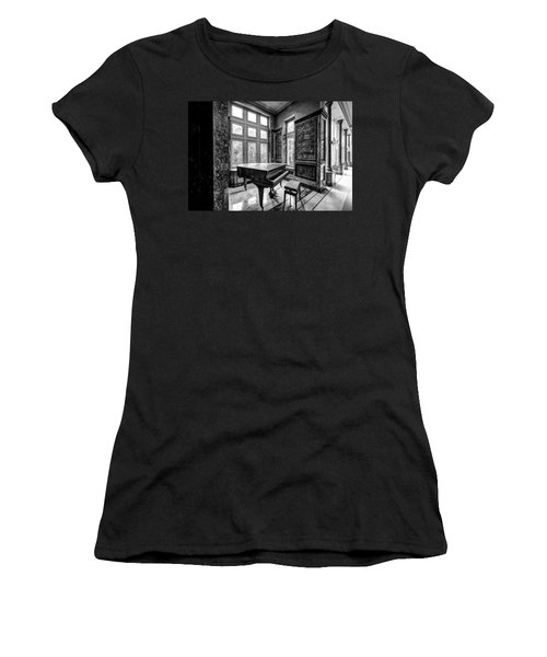 Abandoned Piano Monochroom- Urban Exploration Women's T-Shirt (Athletic Fit)