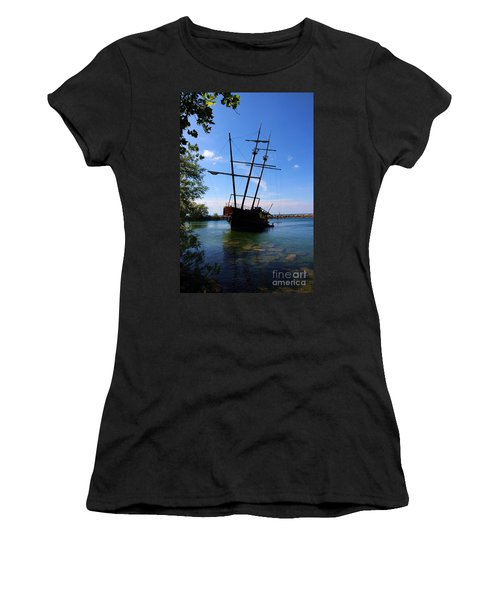 Abandoned Ship Women's T-Shirt (Athletic Fit)