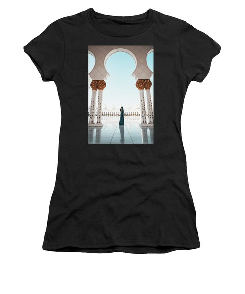 Abu Dhabi Mosque Women's T-Shirt (Athletic Fit)