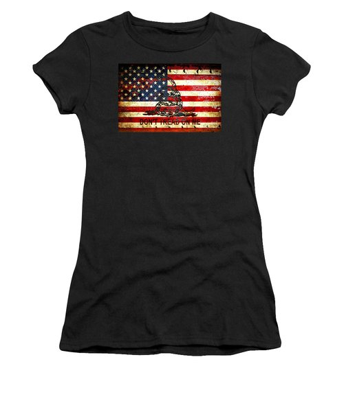 American Flag And Viper On Rusted Metal Door - Don't Tread On Me Women's T-Shirt