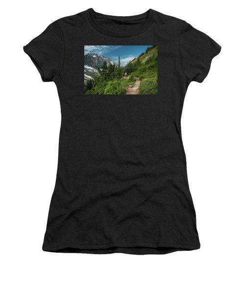 Approaching Sahale Arm Women's T-Shirt (Athletic Fit)