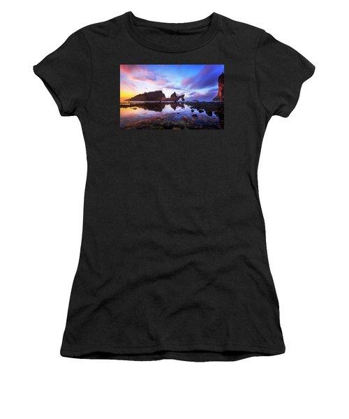 Atuh Beach Dawn Break Scene Women's T-Shirt