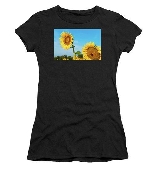 Blooming Sunflower In Blue Sky Women's T-Shirt