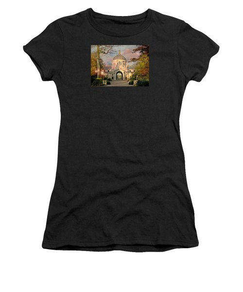 Bronx Zoo Entrance Women's T-Shirt (Athletic Fit)
