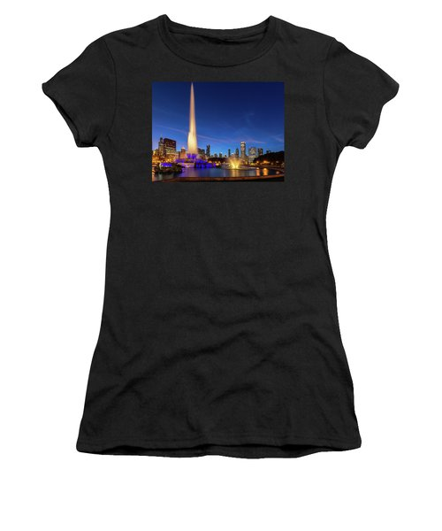 Buckingham Fountain At Dusk Women's T-Shirt