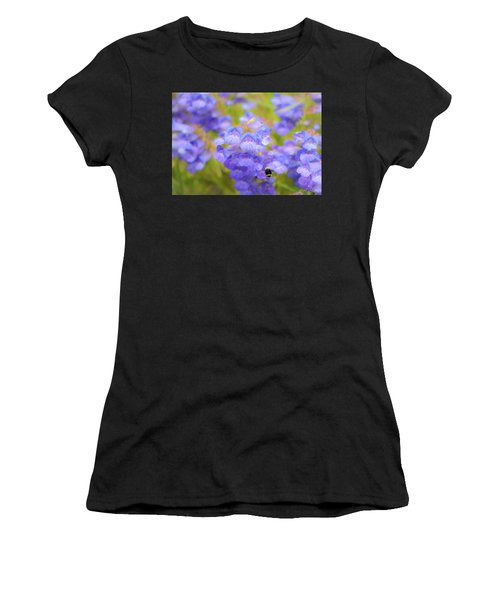 Buzzing Around Women's T-Shirt (Athletic Fit)