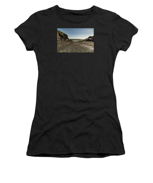 Cadgwith Cove Beach Women's T-Shirt (Athletic Fit)