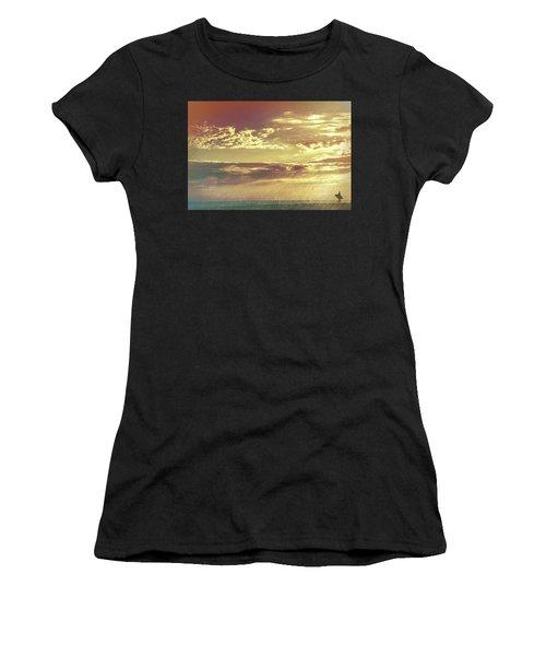California Sunset Surfer Women's T-Shirt (Athletic Fit)