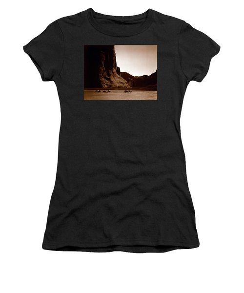 Canyon De Chelly 2c Navajo Women's T-Shirt