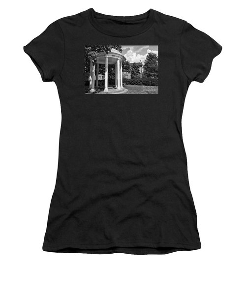 Chapel Hill Old Well In Black And White Women's T-Shirt (Athletic Fit)