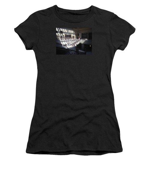 Chicago Art Institude Women's T-Shirt (Athletic Fit)
