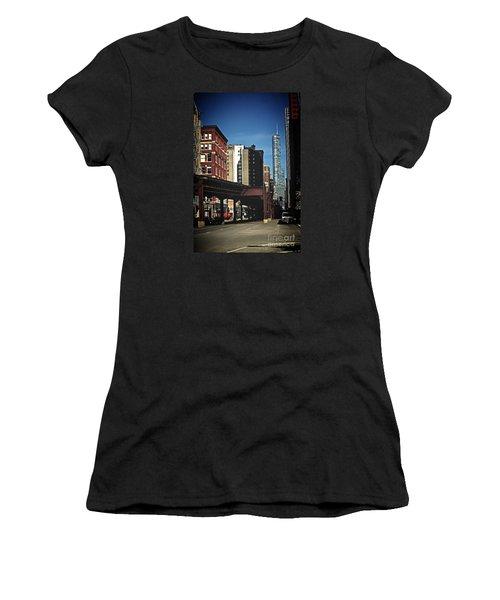 Chicago L Between The Walls Women's T-Shirt