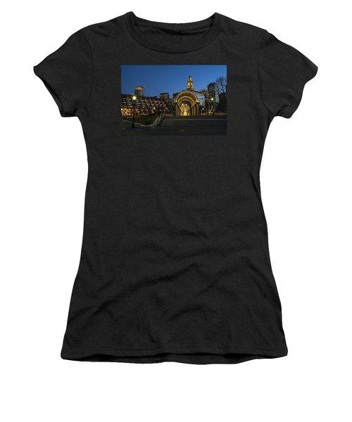Christopher Columbus Park Boston Ma Trellis Custom House Women's T-Shirt