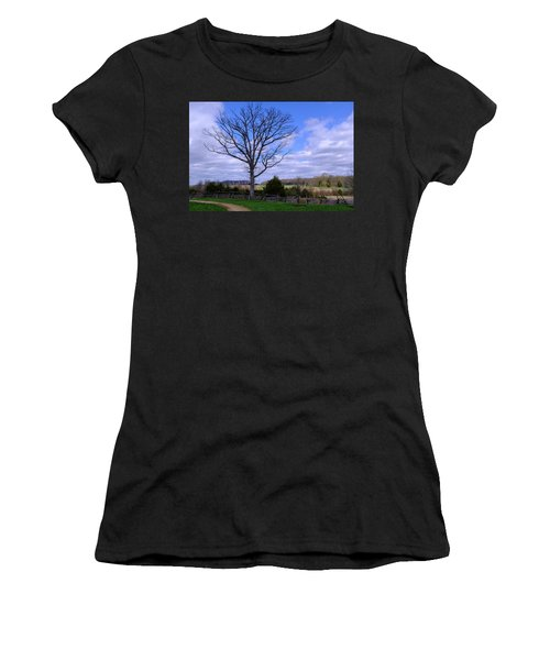 Civil War Fence And Tree With No Leaves Next In Gettysburg Penns Women's T-Shirt