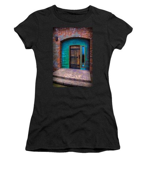 Clam Cannery Door Women's T-Shirt