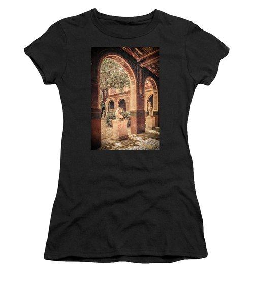 Paris, France - Courtyard West - L'ecole Des Beaux-arts Women's T-Shirt