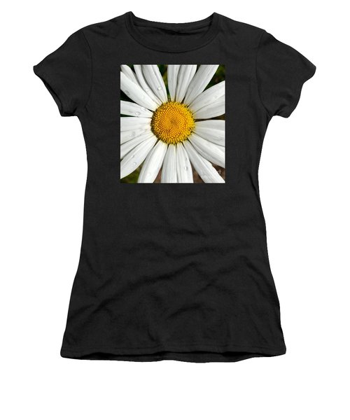 Daisy  Dew Women's T-Shirt