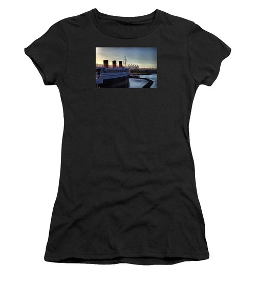 De Queen Women's T-Shirt (Athletic Fit)