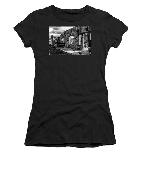 Desert Lodge Bw Women's T-Shirt (Athletic Fit)