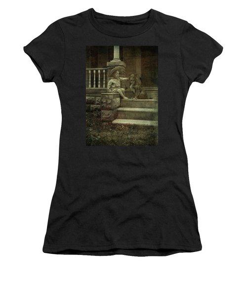 Ear Scratch And Straw Hat Women's T-Shirt