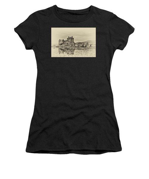 Eilean Donan Castle Women's T-Shirt (Athletic Fit)