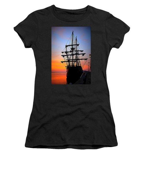 El Galeon At Sunrise Women's T-Shirt (Athletic Fit)