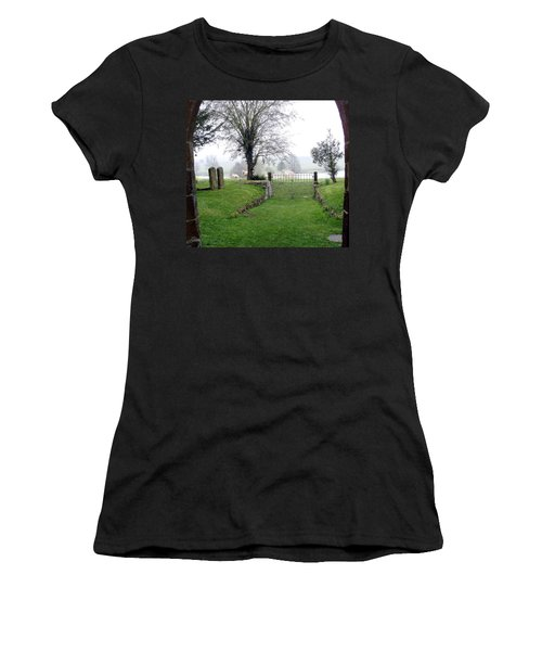 Enter Through The Gates With Singing Women's T-Shirt (Athletic Fit)
