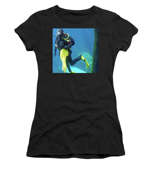 Fish Tank 16 Women's T-Shirt (Athletic Fit)
