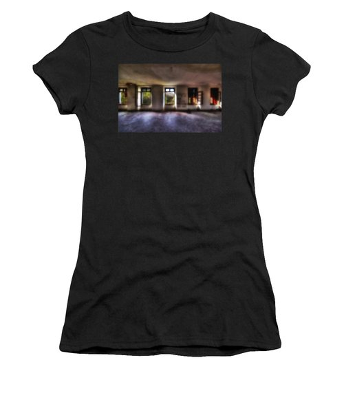 Five Windows On The Wood - Cinque Finestre Sul Bosco Women's T-Shirt