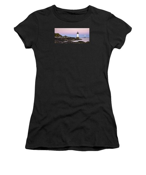 Fort Pickering Lighthouse, Harvest Supermoon, Salem, Ma Women's T-Shirt