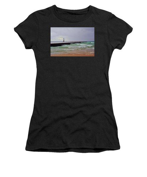 Frankfurt Lighthouse Breakwater Women's T-Shirt
