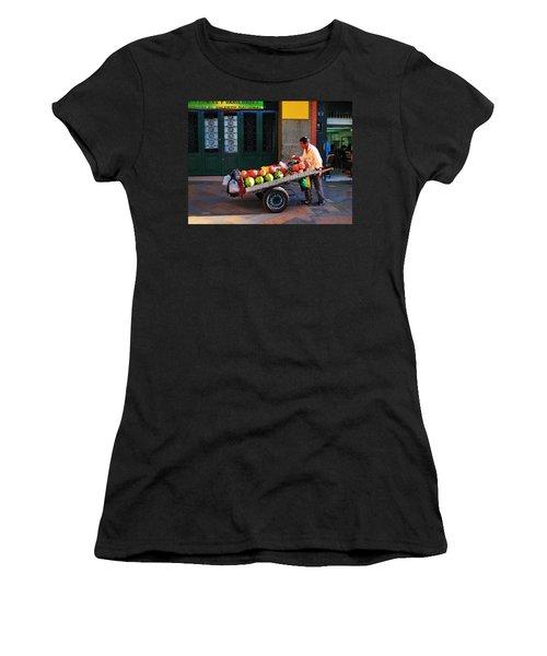 Fruta Limpia Women's T-Shirt