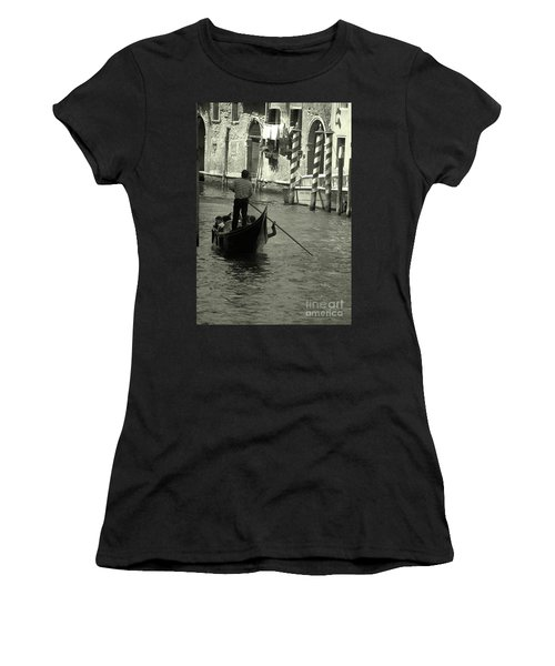 Gondolier In Venice   Women's T-Shirt (Athletic Fit)