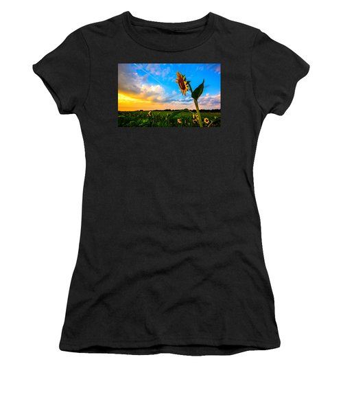 Greeting The Dawn  Women's T-Shirt