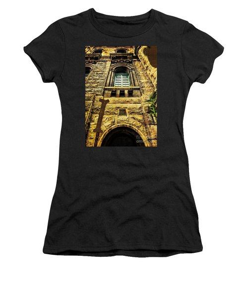 Grungy Melbourne Australia Alphabet Series Letter I Royal Melbou Women's T-Shirt (Athletic Fit)