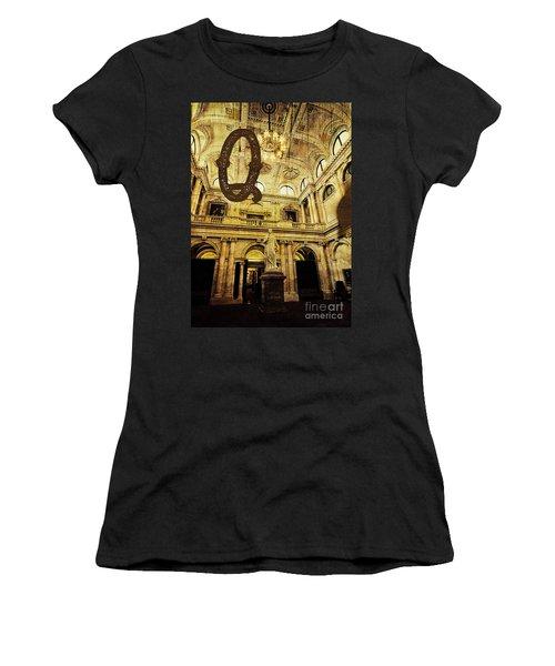 Grungy Melbourne Australia Alphabet Series Letter Q Queen Victor Women's T-Shirt (Athletic Fit)