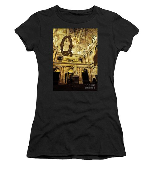 Grungy Melbourne Australia Alphabet Series Letter Q Queen Victor Women's T-Shirt (Athletic Fit)