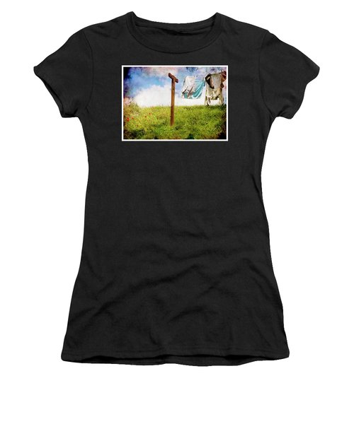 Hobbit Clothesline And Poppies Women's T-Shirt