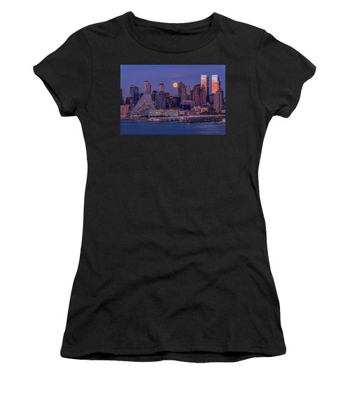 Hunter's Moon Over Ny Women's T-Shirt