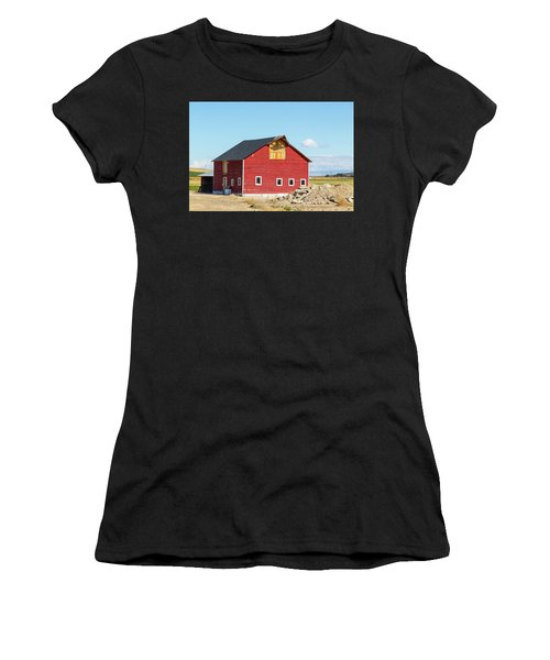 Idaho Barn Women's T-Shirt (Athletic Fit)
