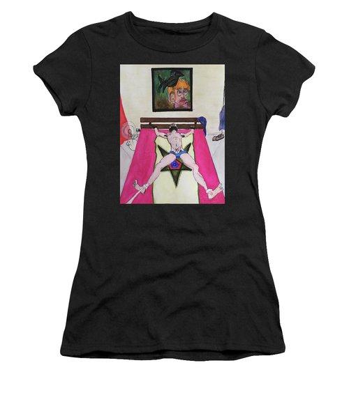 Il Est Pret A Etre Attache Women's T-Shirt