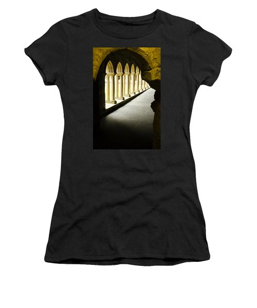 Iona Abbey Scotdland Women's T-Shirt (Athletic Fit)